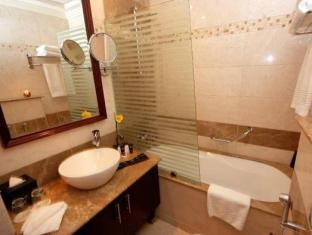 Golden Tulip Suites - Dubai Dubai - Bathroom