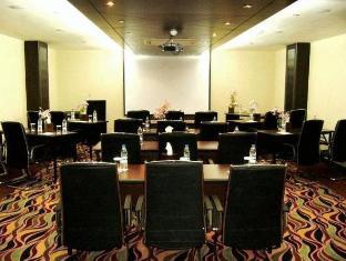 Golden Tulip Suites - Dubai Dubai - Meeting Room