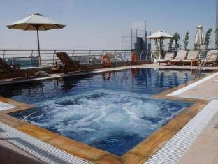 Golden Tulip Suites - Dubai Dubai - Swimming Pool