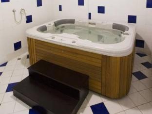 Seven Sands Hotel Apartment Dubai - Vruća kupka