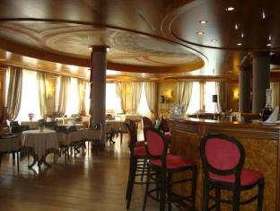 Cristal Palace Hotel Мадонна-ди-Кампильо - Паб.