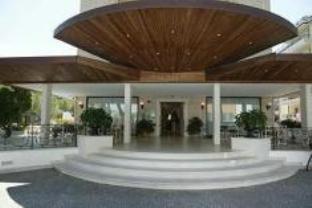 里贾纳皇宫酒店