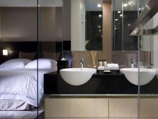 Fraser Suites Singapore Singapore - Three Bedroom Residence - Master Bedroom with Ensuite Bathroom