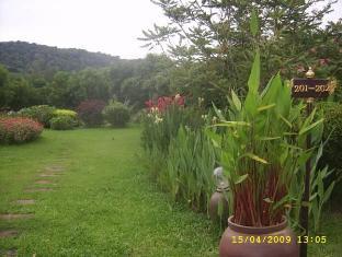 Naiharn Garden Resort Phuket - Trädgård