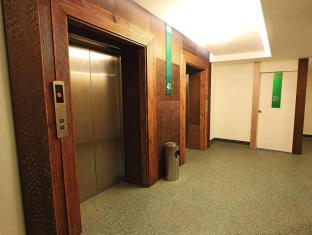 Philippines Hotel Accommodation Cheap | Eurotel North Edsa Hotel Manila - Elevator