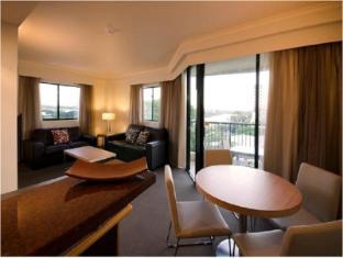 Central Cosmo Apartments Brisbane - Suite Room
