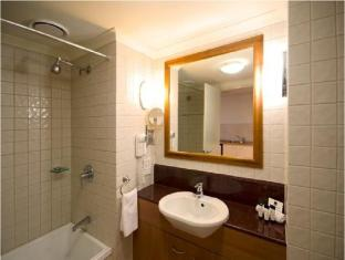 Central Cosmo Apartments Brisbane - Bathroom