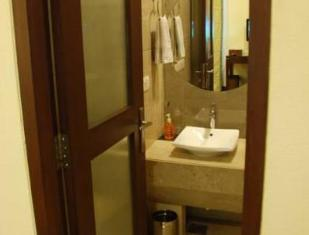 Apartment 52 Hotel New Delhi and NCR - Bathroom
