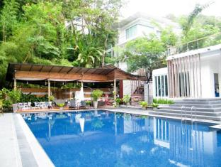 The Trees Club Resort Phuket - Uszoda