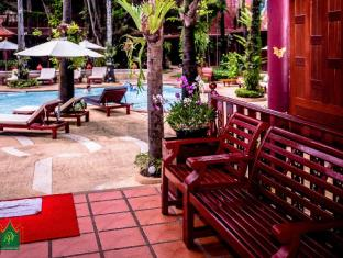 Royal Phawadee Village Patong Beach Hotel بوكيت - المناطق المحيطة