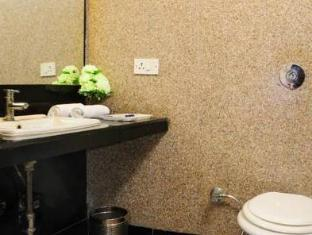 Hotel Blessings New Delhi and NCR - Bathroom