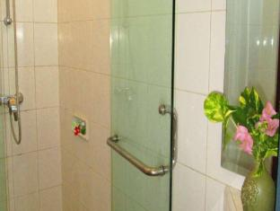 Hotel Ratna Bali - Bathroom