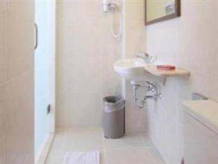 Tune Hotel – Legian, Bali Bali - Bathroom