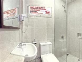 Tune Hotels – Kuta, Bali Bali - Bathroom