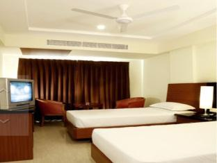 Central Tower Hotel Chennai - Hotellihuone