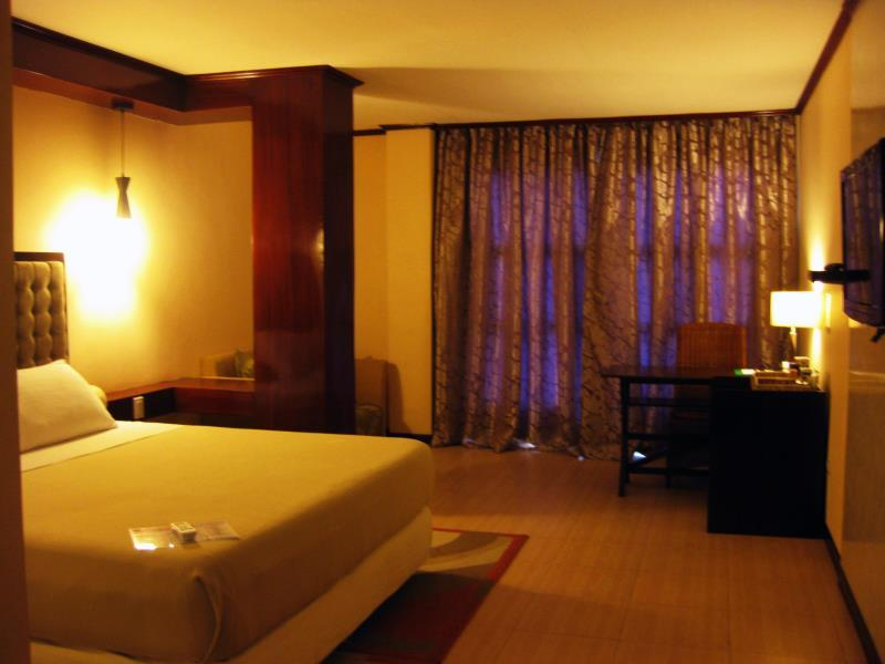 Dulcinea Hotel and Suites सेबू