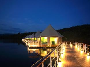 4 Rivers Floating Lodge Koh Kong - Evening ambiance