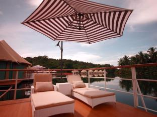 4 Rivers Floating Lodge Koh Kong - Private balcony