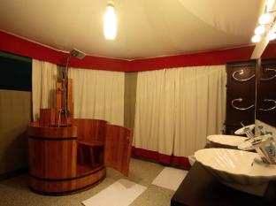 4 Rivers Floating Lodge Koh Kong - Bathroom
