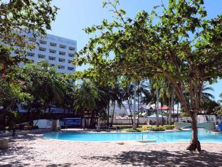 EGI Resort and Hotel Mactan Island - Piscina
