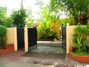 Dona Marta Boutique Hotel Hinunangan - hotel  main entrance