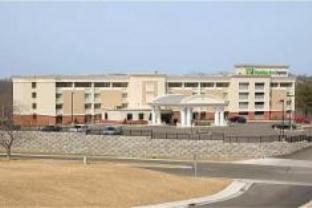 โรงแรมฮอลิเดย์อินน์เอ็กซ์เพลส ซินซินเนติ เวสท์