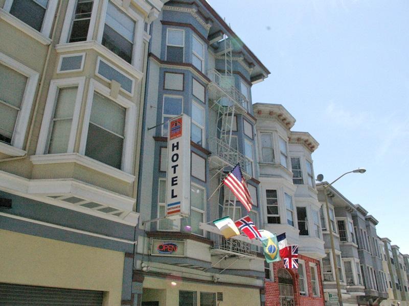 Pontiac Hotel & Hostel