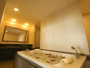 Baywalk Residence Pattaya - Royal Suite Jacuzzi Sea View - Bath Room