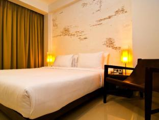 The Album Hotel Phuket - Pops with balcony deluxe king size bed