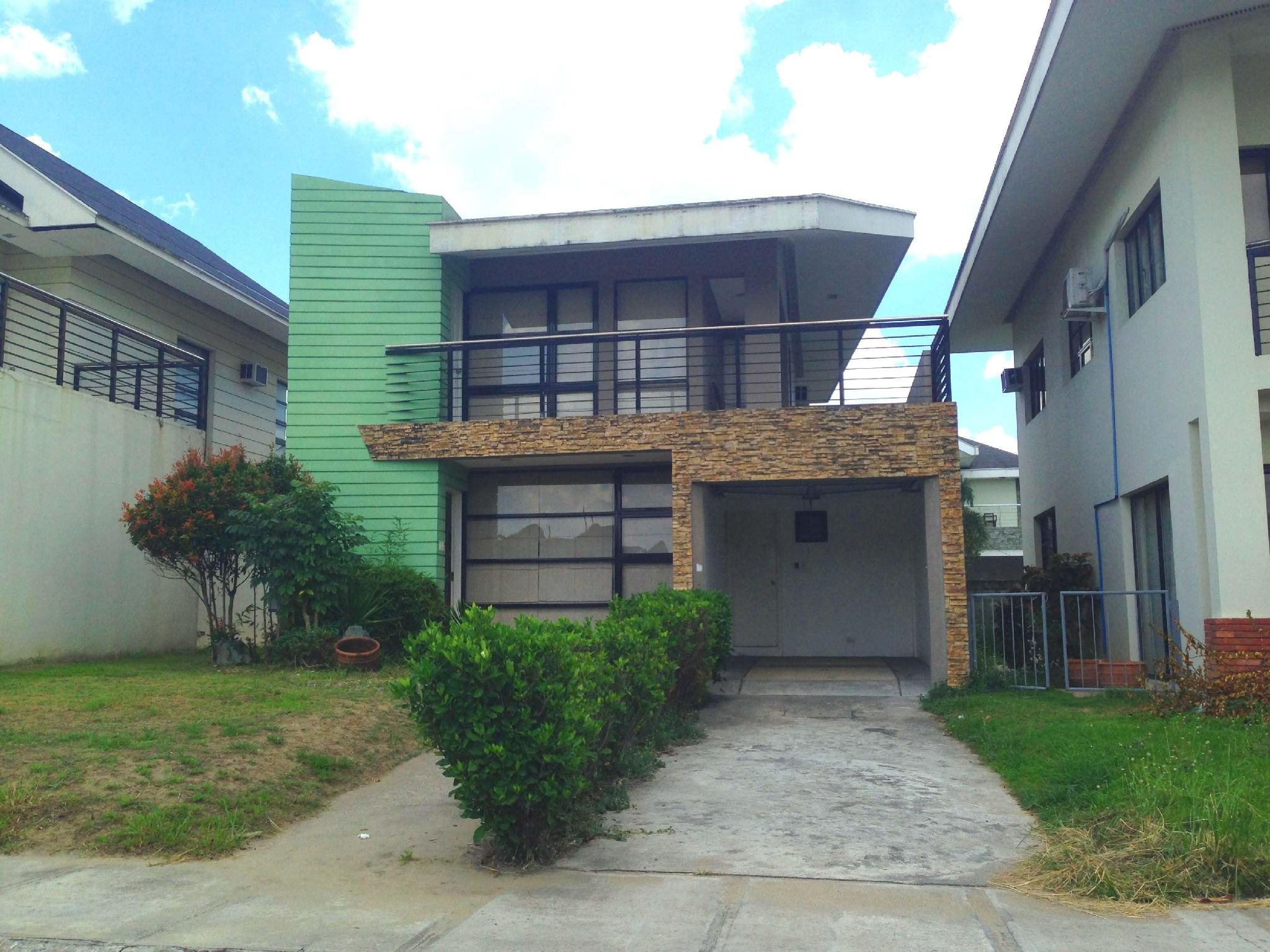 Villas at the Enclave Angeles / Clark