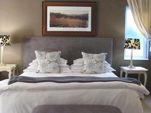 South Africa Hotel Accommodation Cheap | Double Room - Courtyard facing