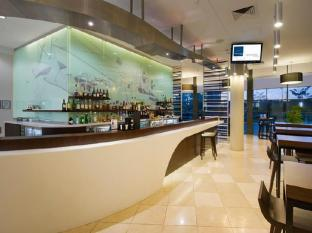 Novotel Brisbane Airport Hotel Brisbane - Food, drink and entertainment
