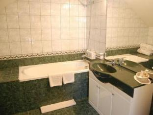 Hotel Rina Tirol פויאנה ברשוב - חדר אמבטיה