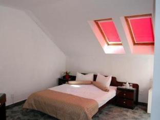 Hotel Rina Tirol פויאנה ברשוב - חדר שינה