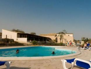 Torre Dantona Country Hotel بوزالو - حمام السباحة