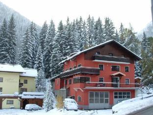 Haus Harry Hotel Sankt Anton am Arlberg - Exterior