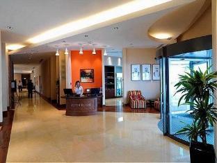 Staybridge Suites Yas Island Hotel Abu Dhabi - Lobby