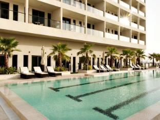 Staybridge Suites Yas Island Hotel Abu Dhabi - Swimming Pool