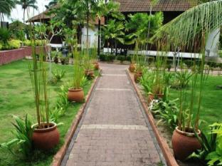 Puteri Bayu Beach Resort Pangkor - Garden