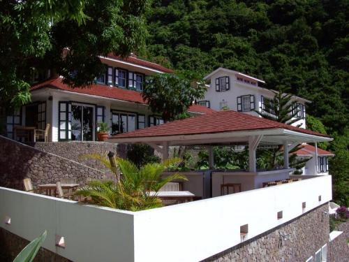 Queens Gardens Resort - A Hampshire Classic - Hotels and Accommodation in Netherlands Antilles, Central America And Caribbean