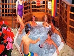 Palace Resort Luxury Suites Myrtle Beach (SC) - Hot Tub