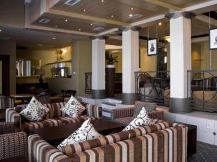 The Peninsula All Suite Hotel Cape Town - Faces Lounge
