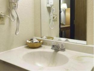 Travelodge Colorado Springs Hotel Colorado Springs (CO) - Bathroom