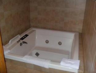 Travelodge Colorado Springs Hotel Colorado Springs (CO) - Hot Tub