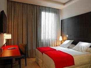 Grupotel Gran Via 678 guestroom junior suite