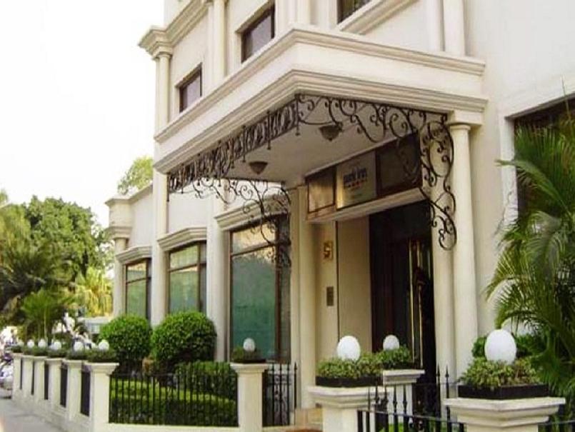 La Place Sarovar Portico Hotel - Hotell och Boende i Indien i Lucknow