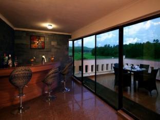 Hotel Meraden La Oasis by the Verda Norra Goa - Pub/lounge