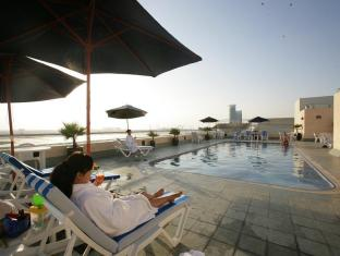 Winchester Deluxe Hotel Apartments - Winchester Hotel Apartments Dubai - Poolside Relaxation