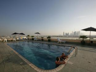 Winchester Deluxe Hotel Apartments - Winchester Hotel Apartments Dubai - Pool deck