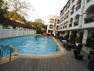 La Gulls Court North Goa - Swimming pool